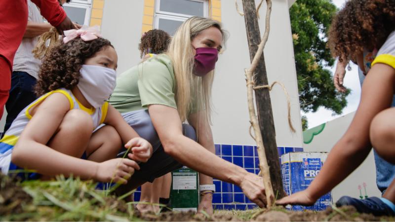 Atividade na Creche Escola Sérgio Loreto fez parte da programação da VII Semana do Bebê e contou com a participação do Secretário de Educação, Fred Amâncio, e do coordenador do escritório do Unicef no Recife, Dennis Larsen