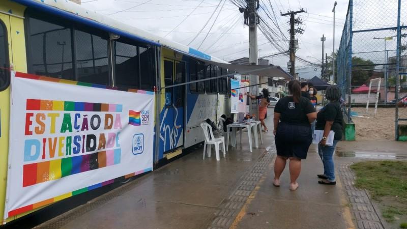 A unidade móvel busca divulgar nos territórios os serviços oferecidos pelo Centro de Referência em Cidadania LGBTI+ do Recife e mapear as demandas da população