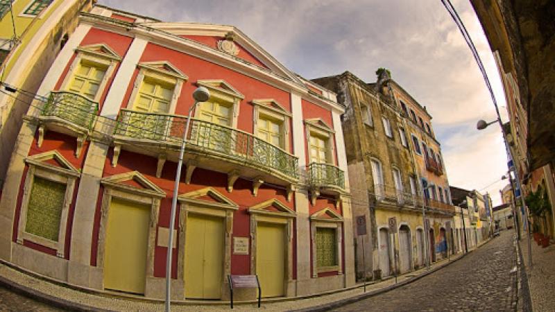 Com atendimento ao público interrompido, espaços culturais como os teatros Santa Isabel, Hermilo, Apolo e o Museu Murillo La Greca recebem reparos e melhorias