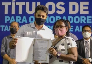 Anderson Ferreira lança programa de regularização fundiária e concede isenção de IPTU