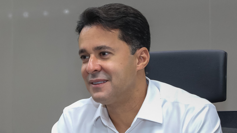 Outra decisão anunciada pelo prefeito Anderson Ferreira é a transferência do feriado do Dia do Servidor, que, passará do dia 28 para a sexta-feira, 30.
