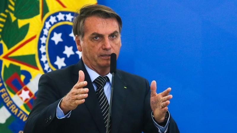 Em conversa recheada de ataques ao presidente do TSE, Bolsonaro diz que Barroso defende uma série de