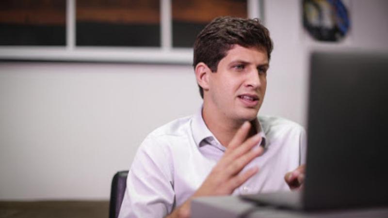 O candidato da Frente Popular do Recife participou de encontro virtual com a comunidade acadêmica respondendo a perguntas e apresentando propostas