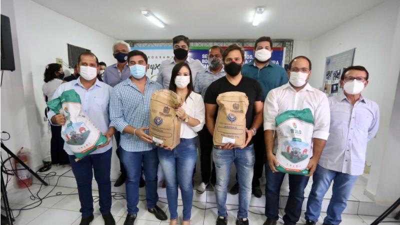 As sementes de milho e sorgo  são distribuídas  sob a coordenação do IPA, órgão vinculado à Secretaria de Desenvolvimento Agrário (SDA) de Pernambuco