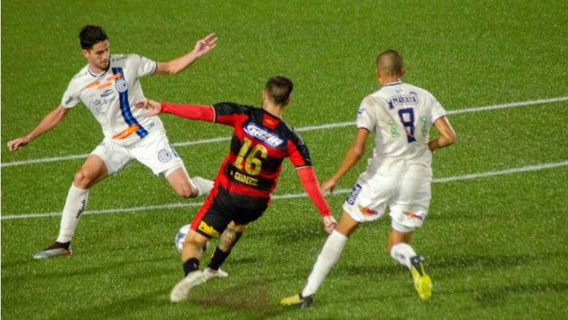 O resultado de 1x0 para o Confiança complicou a vida do Leão. O gol da partida foi marcado pelo meio-campista Bruninho, ex-Sport, no primeiro tempo do jogo.