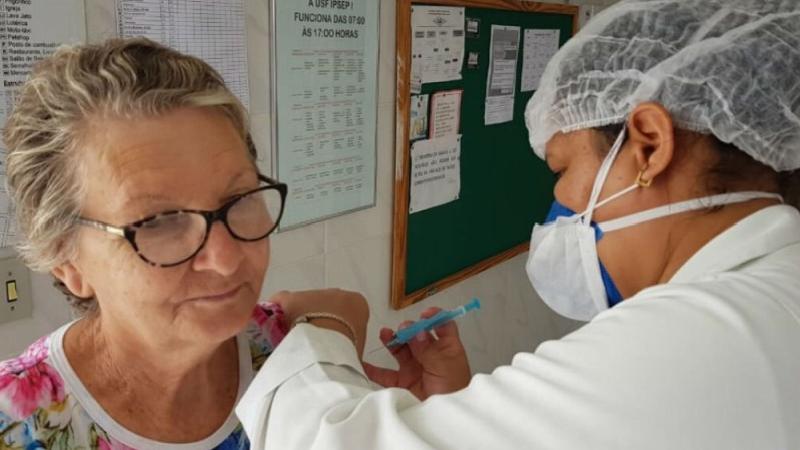 Nesta primeira etapa serão vacinados três grupos prioritários no município de Serra Talhada: crianças de 06 meses a menores de 06 anos, gestantes, puérperas (mães no pós-parto até 45 dias) e povos indígenas.