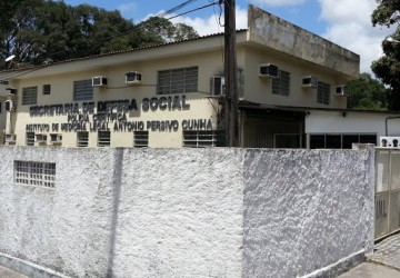 Criança morre após ficar com pescoço preso em grade no Sertão