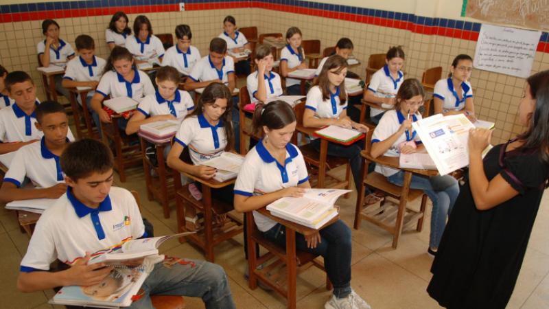 Decisão foi proferida no dia do retorno dos estudantes do 3º ano do ensino médio às unidades de ensino