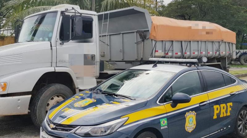 Veículo foi autuado em mais de R$4 mil por diversas infrações