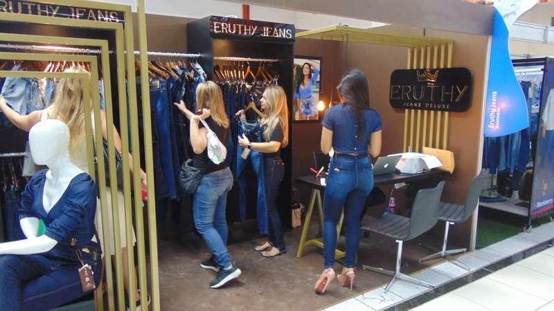 Com uma expressiva votação de 83%, a maioria dos feirantes, lojistas e condôminos do Parque das Feiras e do Uai Shopping decidiram que a Feira do Jeans de Toritama acontecerá, até dezembro deste ano, aos domingos