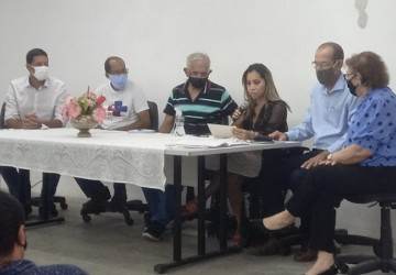 Prefeito Yves Ribeiro empossa novos conselheiros da saúde de Paulista