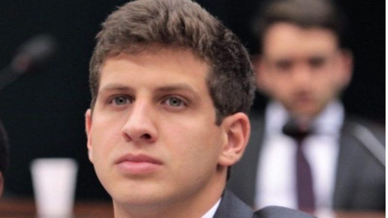 João Campos (PSB) oscilou negativamente em 2%, o que não foi suficiente para alterar o cenário de empate técnico apontado na pesquisa anterior