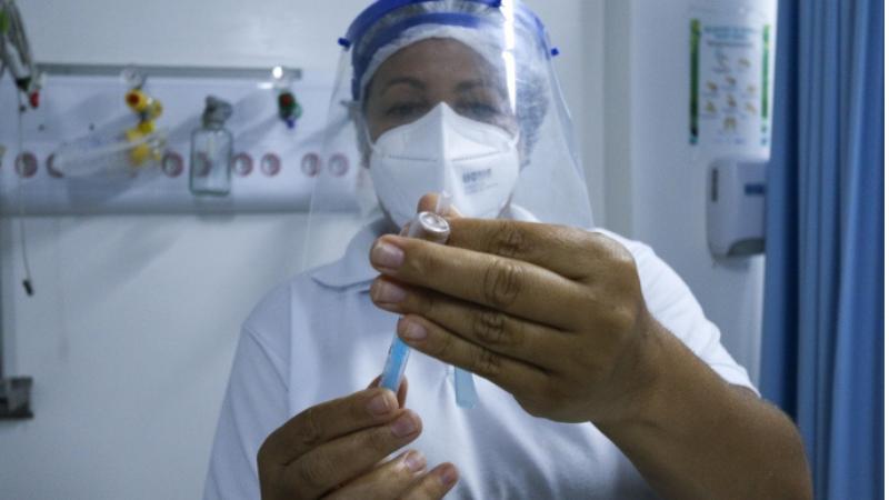 Prefeito do Recife João Campos informou que as pessoas que querem escolher uma determinada vacina, e que se recusarem a receber o imunizante no momento da vacinação, ficarão 60 dias sem poder fazer um novo agendamento no Conecta Recife