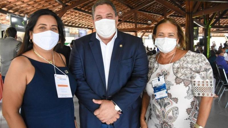 Durante reunião com o diretor do Instituto Butantan, Dimas Tadeu Covas, a prefeita de Camaragibe questionou sobre o critério de prioridade para vacinação