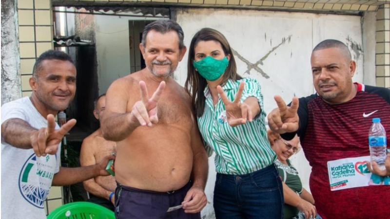 A candidata a prefeita pelo PDT fez caminhada na tarde desta quarta-feira (28) no bairro da Boca da Mata.
