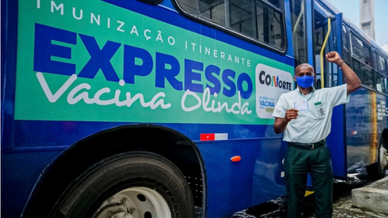 A Prefeitura de Olinda reforça ainda que, todos os profissionais da Educação que residem no município, acima de 18 anos, estão com o agendamento liberado e podem ser imunizados.