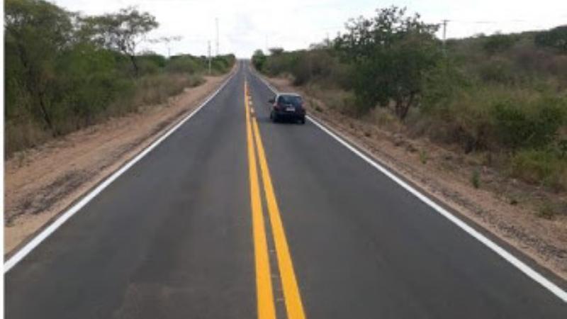 A secretária de Infraestrutura Fernandha Batista destaca que o Estado vem dedicando esforços para elaboração de projetos para a reconstrução de outras estradas no Moxotó e Pajeú.