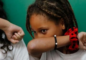 Mais de 20% das crianças estão matriculadas em escolas sem saneamento
