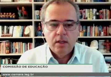 Danilo Cabral Critica passividade do MEC