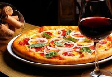 Wine ensina como escolher o vinho ideal para cada sabor de pizza