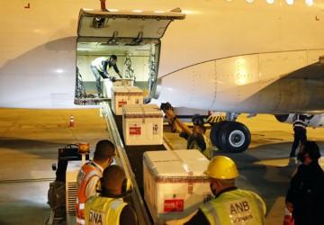 Mais 255.100 vacinas da Astrazeneca/Fiocruz chegam a Pernambuco