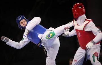 Milena Titoneli faz bela campanha, mas perde decisão do bronze no taekwondo nos Jogos de Tóquio