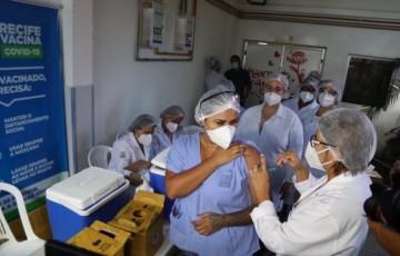 Prefeitura do Recife amplia para 26 as equipes volantes na vacinação contra a covid-19