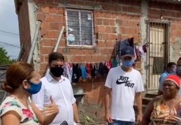 Samuel Salazar acompanha início da limpeza de canal no Ibura