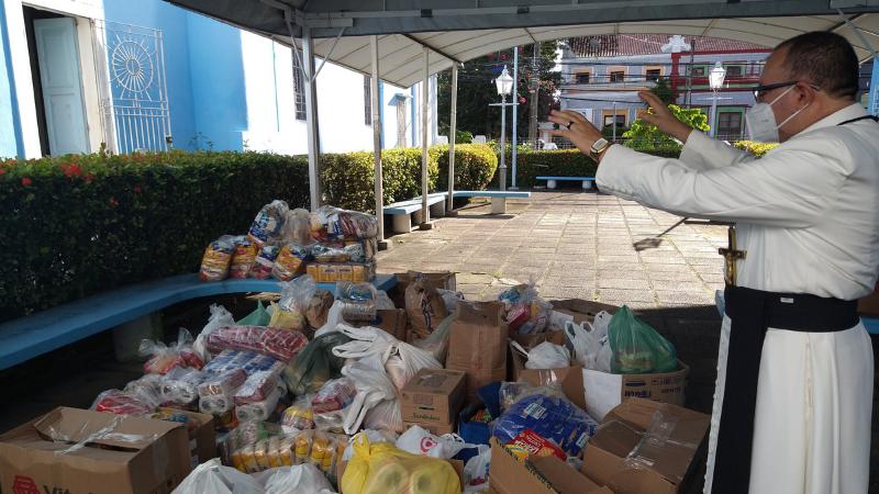 A ação, lançada por profissionais e empresários do setor de saúde, com apoio do Hospital Jayme da Fonte, foi direcionada à Paróquia das Graças, que recebeu as doações.