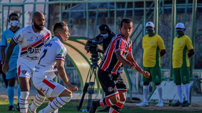 Mesmo jogando fora de casa, no estádio Domingão (Ceará), o Santa Cruz derrotou a Ferroviário por 3 a 1 nesse domingo (4).