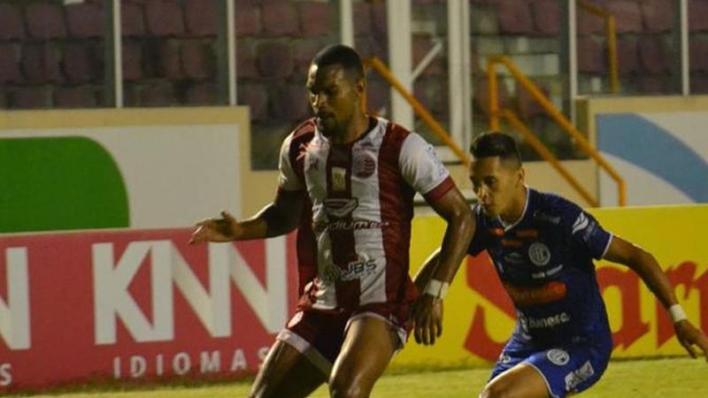 O time sergipano saltou para a 11ª posição da classificação com 42 pontos, enquanto a equipe pernambucana ficou na 17ª posição (na zona do rebaixamento) com 35 pontos