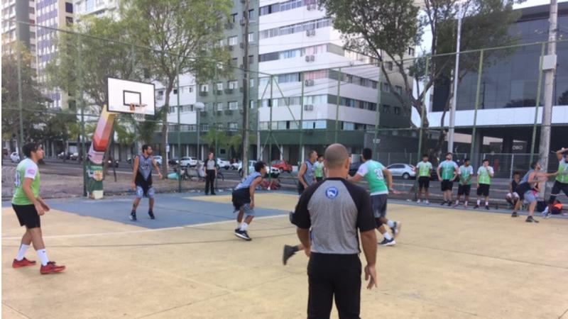 Semi e final serão disputadas neste final de semana na Rua da Aurora com equipes profissionais e amadoras de basquete