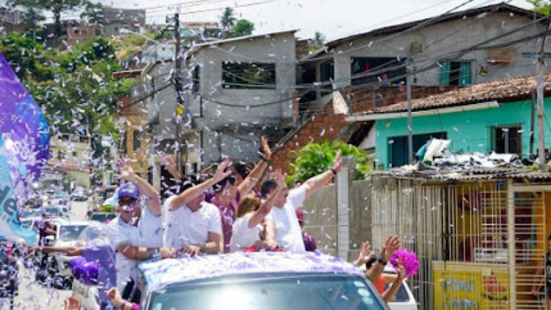 Segundo os organizadores, 1.500 carros acompanharam a prefeita que é candidata à reeleição
