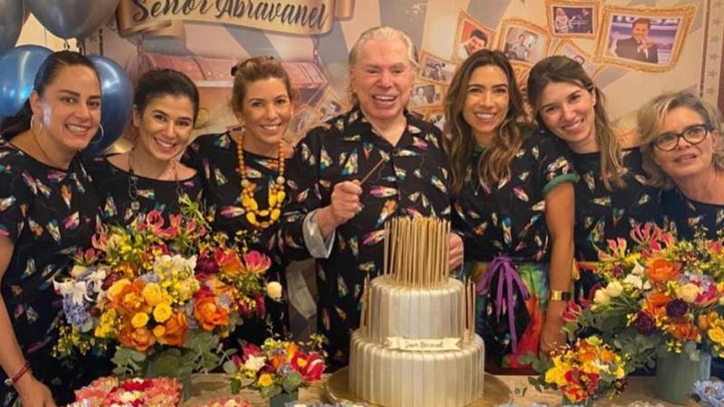 O apresentador ainda ganhou um bolo de dois andares com 90 velas e recebeu o carinho das seis filhos, além dos netos e agregados