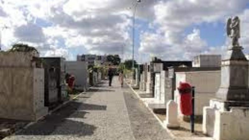 A visitação aos cemitérios ocorre normalmente com algumas orientações de higiene e com a suspensão das missas tradicionais como medida de prevenção contra a disseminação da covid-19