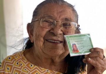 Idosa de 111 anos recebe RG pela primeira vez em Cumaru