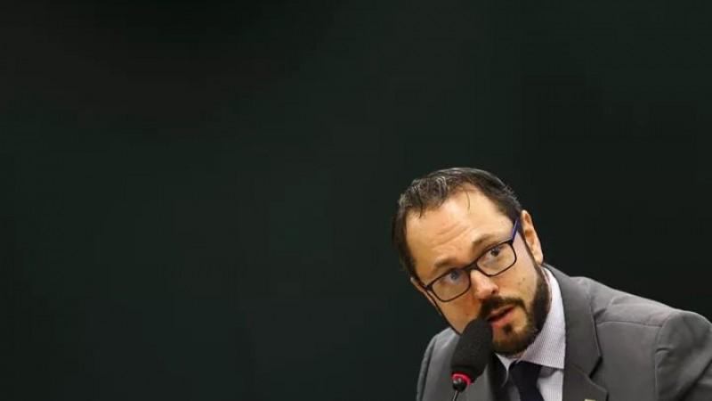 """A pasta diz apenas que a demissão foi """"a pedido"""". O MEC não divulgou ainda um substituto."""