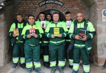 Giro: garis montam biblioteca na Turquia. E mais...