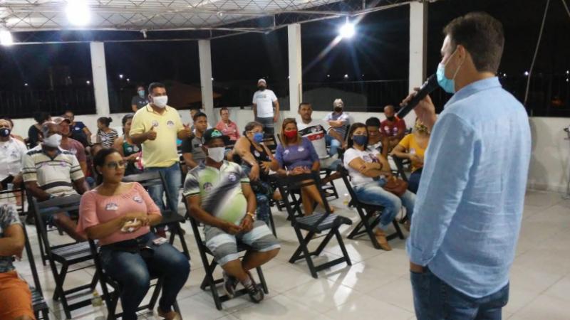 O encontro contou com a presença do candidato a vereador Everaldo da Mudança (PDT) e 50 líderes comunitários
