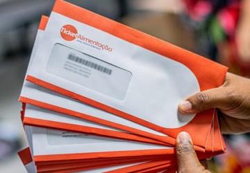 Cabo inicia entrega de cartão alimentação de R$ 50 a estudantes da rede municipal