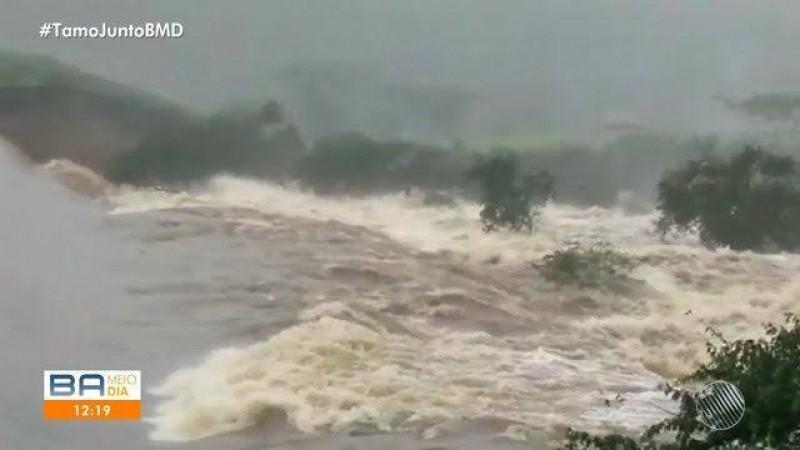 Caso ocorreu no povoado de Quati, na manhã desta quinta-feira (11). Risco é que água misturada com lama chegue ao município de Coronel João Sá ainda nesta tarde e cause estragos