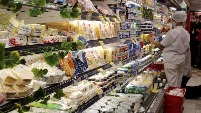 Segundo levantamento da fintech Acordo Certo, o cartão de crédito lidera a dívida do consumidor, enquanto contas de luz e compras de mercado crescem no orçamento familiar
