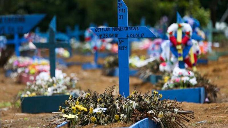 Segundo o cálculo do Conselho Nacional de Secretários de Saúde (Conass), que leva em conta os números dos últimos sete dias, o país tem média de 3.124 mortes.