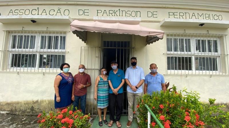 O vereador reforçou o compromissocom os membros da ASP deconstruir proposições na Câmara do Recife, que venham a colaborar com a luta dos pacientes de Parkinson na cidade