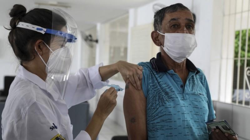 A Fundação Oswaldo Cruz (Fiocruz) informou que a média de mortes diárias pelo coronavírus devem alcançar 2.200 nas próximas semanas.
