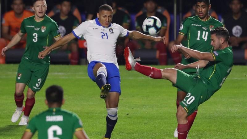Os brasileiros têm o mesmo número de pontos (4) que os peruanos, mas estão à frente devido ao saldo de gols: três, um a mais que o Peru