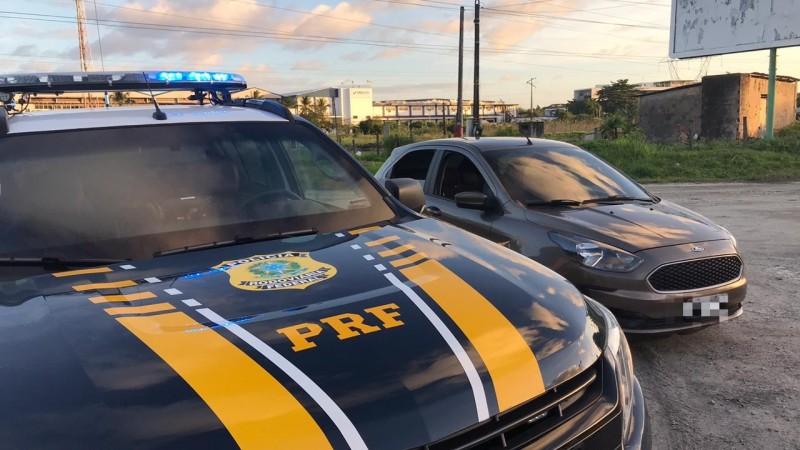 Eles foram detidos no bairro do Curado, no Recife com um veículo que possuía registro de apropriação indébita desde junho de 2019