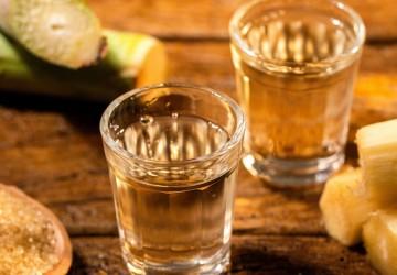 Que Bagaceira que nada, ó pá. Bebida do Brasil é cachaça!