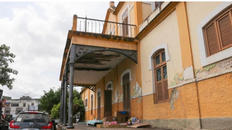A Prefeitura local concedeu auxílio moradia e isolou a área da antiga estação ferroviária