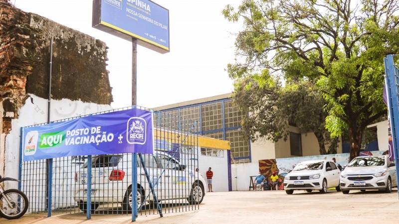 A vacinação é oferecida em 153 unidades da Secretaria de Saúde do município e em três postos volantes